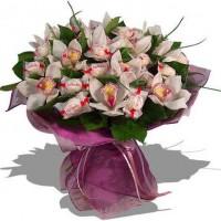 Букет из орхидей и рафаэлло