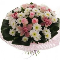 Букет из роз, хризантем и орхидей
