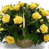 Корзина из роз и тюльпанов