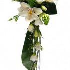 Свадебный букет из орхидей и эустомы