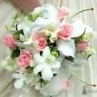 Свадебный букет из роз, дендробиума, лилий