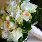 Свадебный букет из роз, фрезий