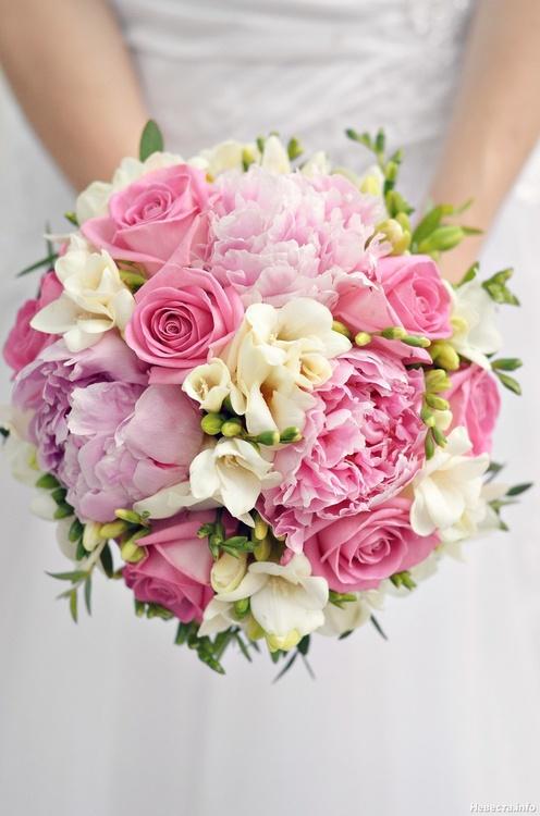 Букет невесты из роз и пионов фото